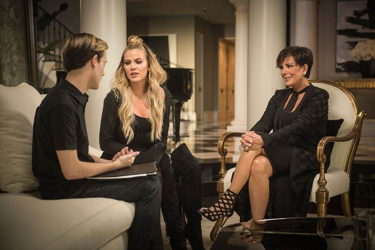 Get the First Look of Khloe Kardashian and Kris Jenner on Season 2 of Hollywood Medium With Tyl…