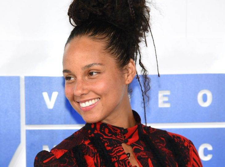 Alicia Keys Stopped Wearing Makeup and the World Is Still Having a Hard Time