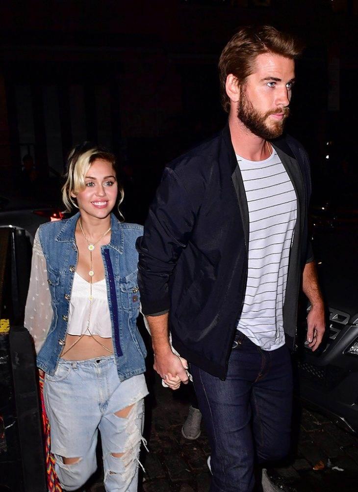 rs_746x1024-161013125252-634.Miley-Cyrus-Liam-Hemsworth-Catch-New-York.kg_.101316.jpg
