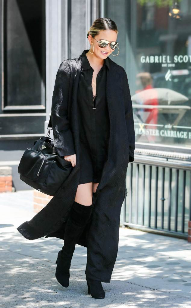 rs_634x1024-161018155035-634.Chrissy-Teigen-Laser-Hair-Removal.jl_.101816.jpg