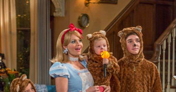 Fuller House Gets in the Halloween Spirit in These Season 2 First Look Photos