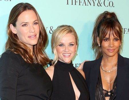 rs_600x600-161014084648-600-garner-witherspoon-berry-tiffanys.jpg