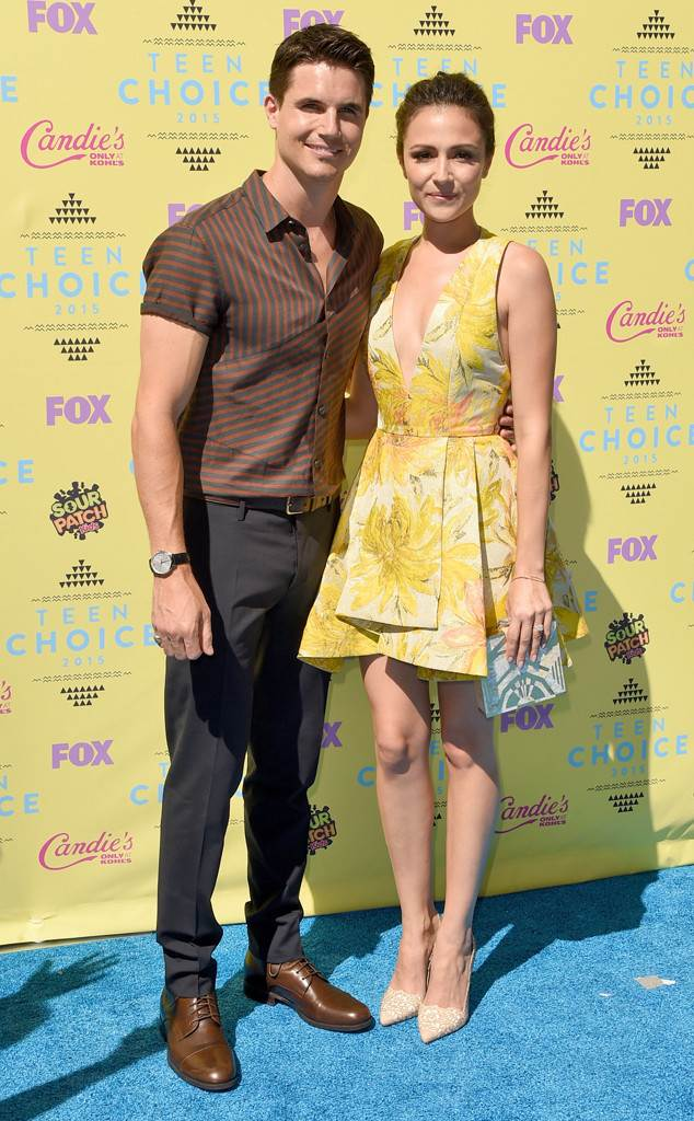 Robbie Amell, Italia Ricci,Teen Choice Awards 2015