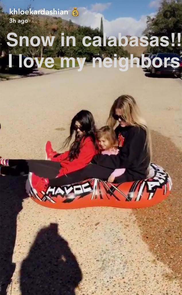 Khloe Kardashian, Kourtney Kardashian and Penelope Disick Play in the Snow in