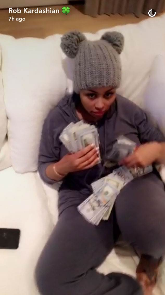 Rob Kardashian Showers Blac Chyna With a Wad of Cash and Kisses