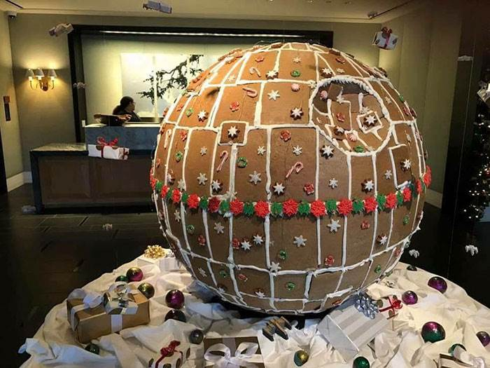 Today in Movie Culture: A Yule Log for Horror Fans, a Gingerbread House for