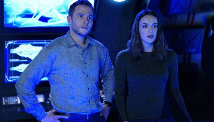 ian-de-caestecker-elizabeth-henstridge-agents-of-shield-abc.jpg