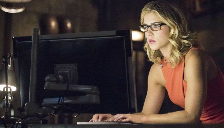 emily-bett-rickards-arrow-thecw.jpg