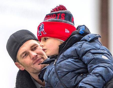 Tom Brady's Son Can't Stop Dabbing During the New England Patriots
