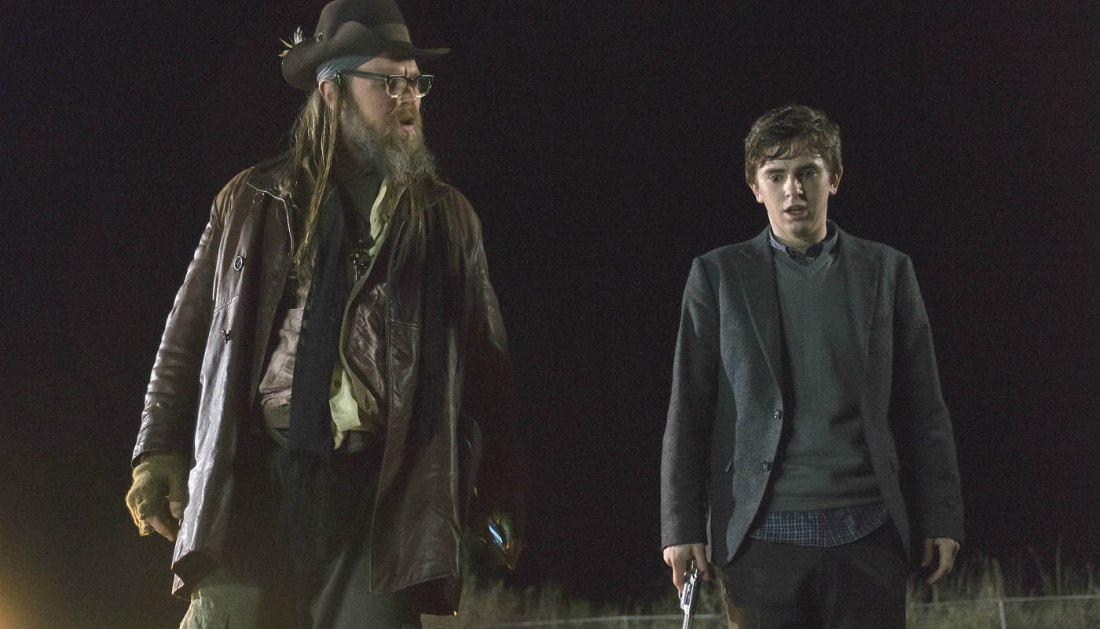 bates motel 503 ryan hurst freddie highmore1 Bates Motel puts Normans psychosis in the spotlight