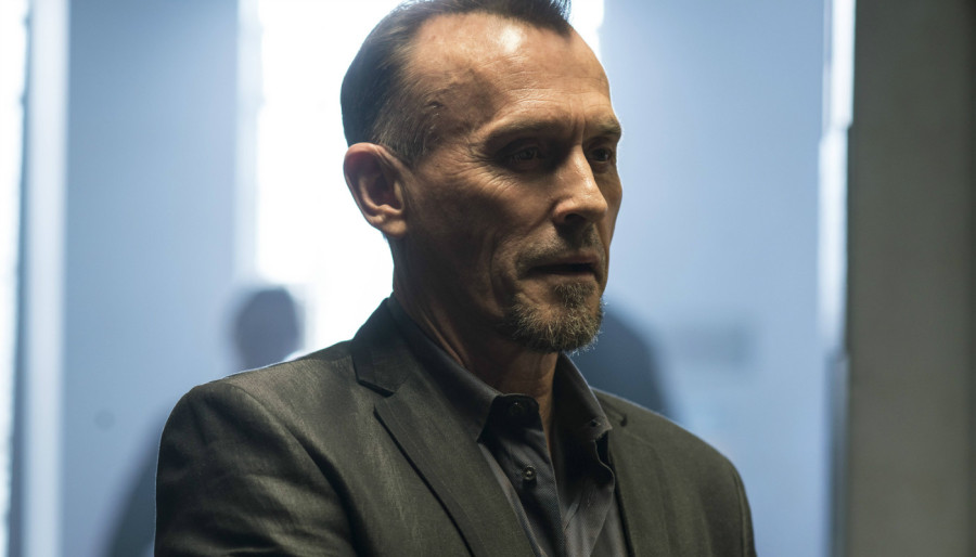 prison break season 5 robert knepper t bag 1 The Prison Break premiere gave T Bag a robot hand, and we have so many questions